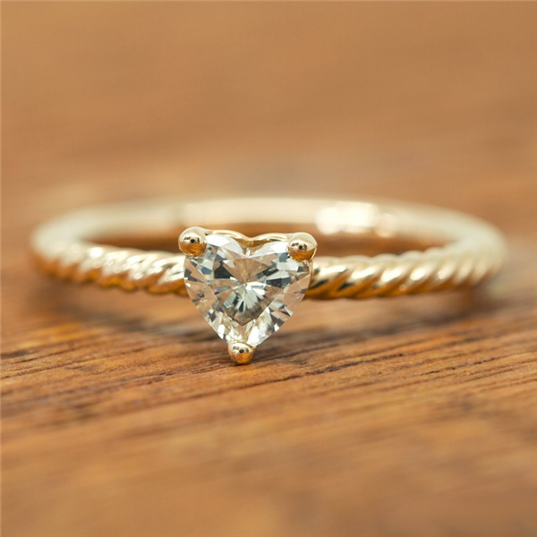 ZARA HEART - Diamond Twist Engagement Ring